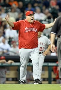 Angels amnager Mike Scocissa goes nuts when an illegal pitching change is made during the game vs the Astros. Photo: USA today