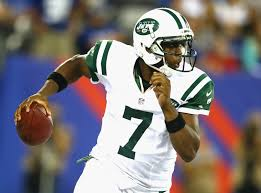 #7 Geno Smith has added 36 rushes for 172 yds, a 4.8 YPC and 3 TDs to his resume this season. Photo: Getty Images